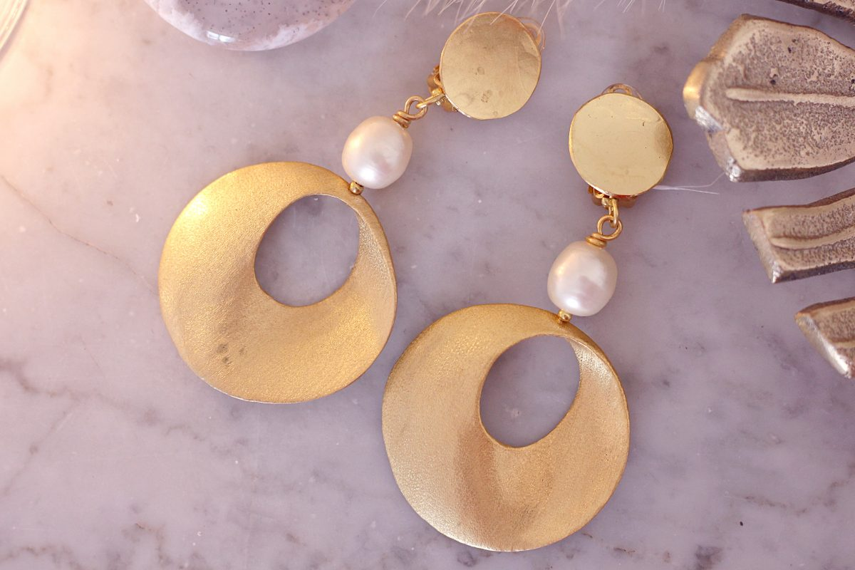 gold and pearl jewelry
